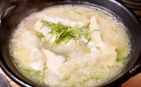 グルメ界が熱視線の「炊き餃子」ってなんだ? 最強コスパ料理を注目の新店「仕事鶏A」で試してみた