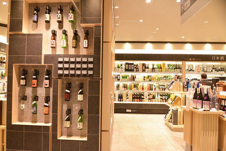 ↑日本酒や焼酎は東武百貨店独自の売り場となり、ディスプレイも品ぞろえも圧巻!