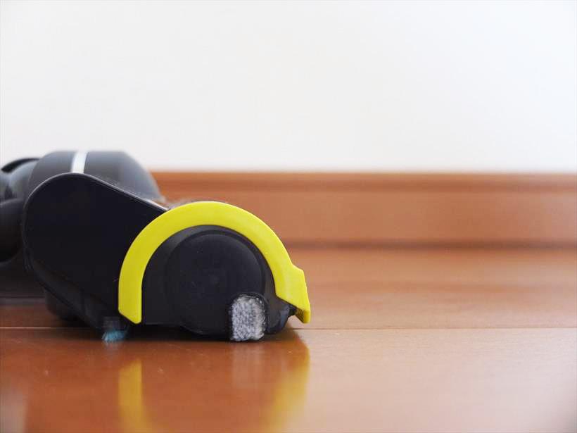 ↑ヘッド前面カバーと床面のすき間は3mm。東芝と比べると、すき間がやや狭くなっています