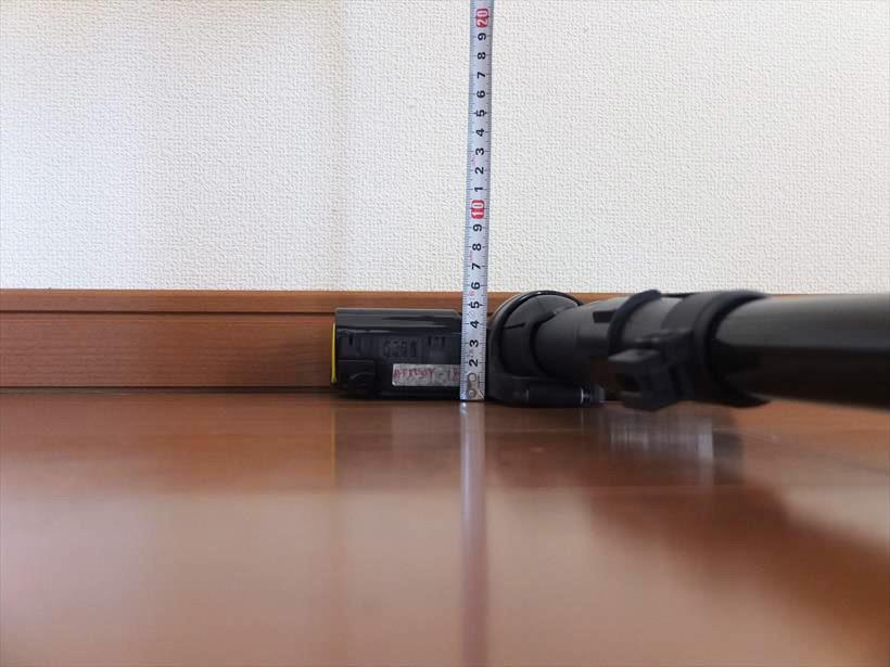 ↑ヘッド部の高さは6cm弱。ラックの下なども奥までしっかり集じん可能です