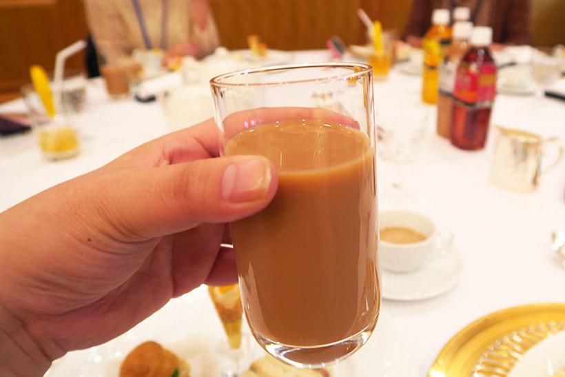 ↑同社の「午後の紅茶 ティーウィズミルク」も試飲してみたところ、実際に淹れてもらったティーウィズミルクのように、さっぱりした味わいだった