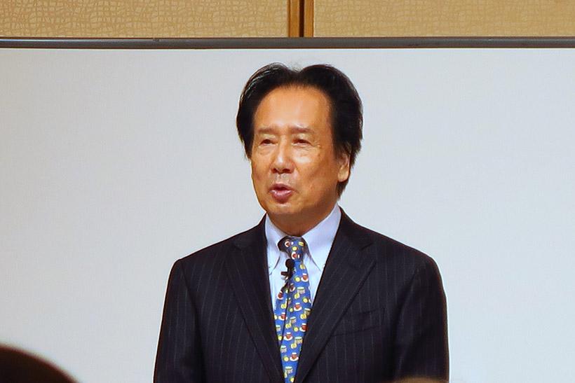 ↑紅茶研究科の磯淵猛氏が解説。午後の紅茶の商品アドバイザーとしてだけでなく、神奈川県・藤沢で「紅茶専門店ディンブラ」を営む
