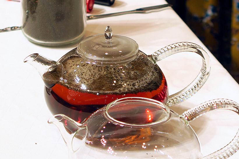 ↑適温のお湯を注ぐと、茶葉がきれいに浮かんでいる