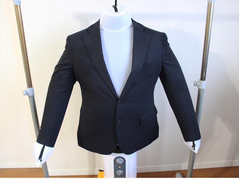 ↑ジャケットに使うやり方もオススメ。消臭スプレーで消臭&湿気をプラス。あとは短時間乾燥させて、シワを軽減させます。アイロンが面倒なら、毎日少しずつやるのがいいかも
