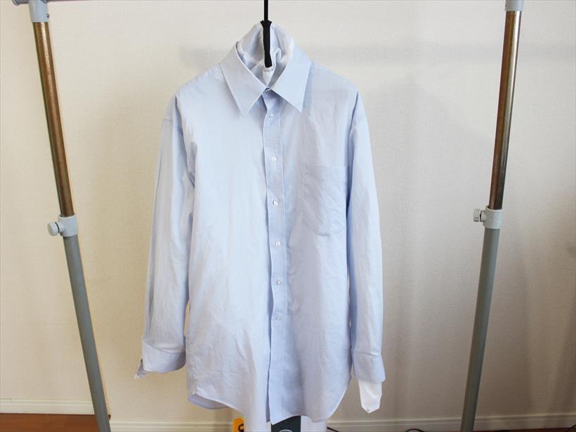 ↑乾燥バッグに着させて、襟元までしっかりボタンを留めます。袖の中にもきちんと通して装着完了! まずは30分ほど乾燥させてみましょう