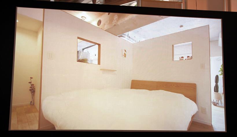 ↑臼田氏が手がけたリノベーション住宅。ベッドルームを2枚の板で仕切るだけのオープンな環境にしています