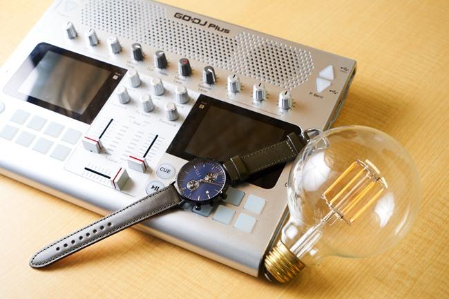 電球型のLED「Siphon」、ケースやベルトなどをカスタムオーダーできる日本製時計「knot」、ポータブルの音楽デバイス「GODJ Plus」など、Makuakeで成功を収めたプロダクトの一例。まだ世に出ていない商品やサービスに出合えるチャンス
