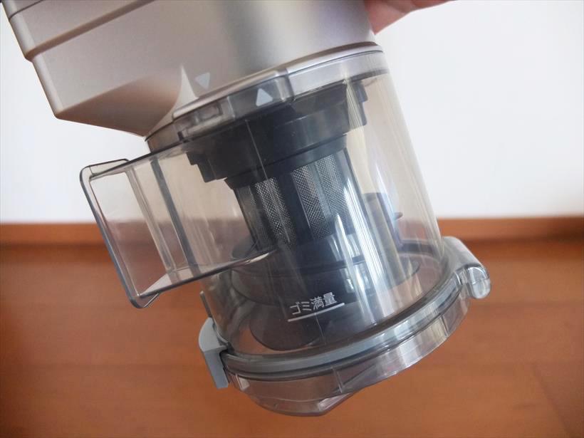 ↑ゴミ圧縮機能を持つシャープのダストカップ
