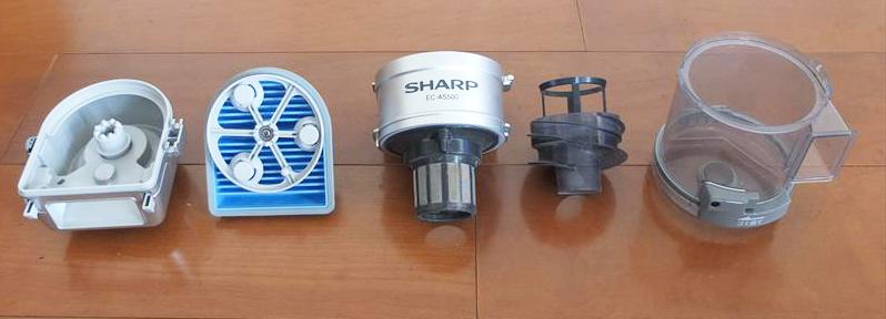 ↑ダストカップのパーツは全部で5種類。左からカップカバー、プリーツフィルター、筒型フィルター(上)、筒型フィルター(下)、ダストカップ