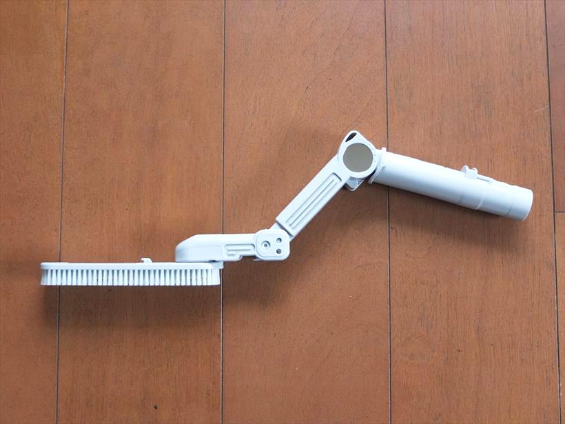 ↑ロングブラシはジョイント部が3点あり、掃除する場所に合わせて、様々な角度に調整できます