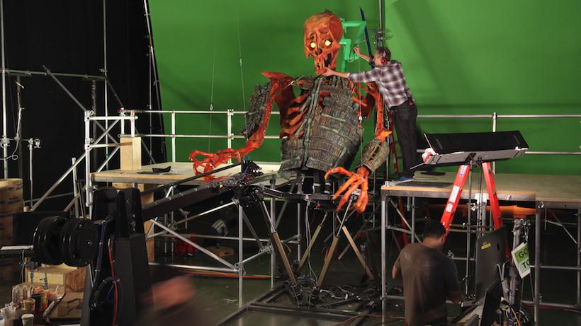 ↑ストップモーション・アニメのパペットとしては史上最大! 全高約5mの巨大な骸骨は、1コマ撮影するたびにアニメーターが梯子を上り下り。胴体が約250kg、腕だけでも約20kgの重さをもち、劇中でもその巨大さゆえのリアルな恐怖感が伝わってくる