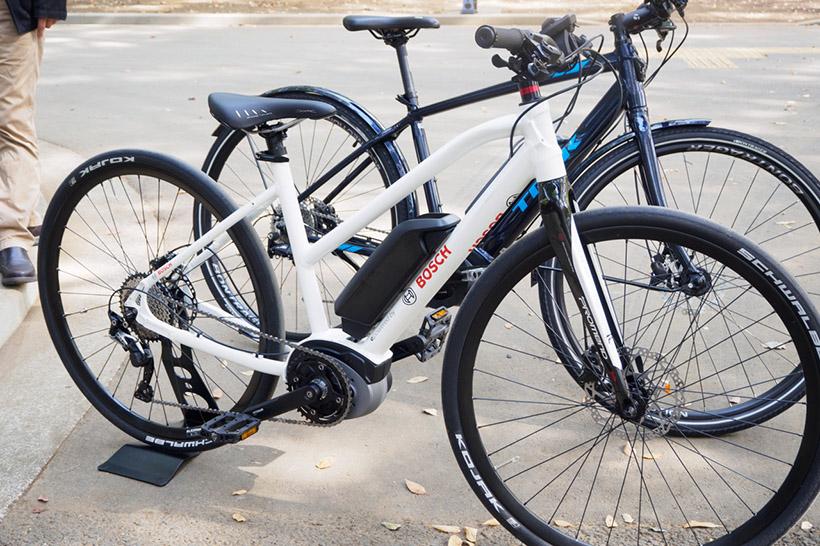 ↑筆者が試乗したのはこの白い車体の自転車
