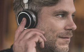 新時代のワイヤレスサウンドを奏でるテスラドライバー搭載のヘッドホン「Aventho Wireless JP」