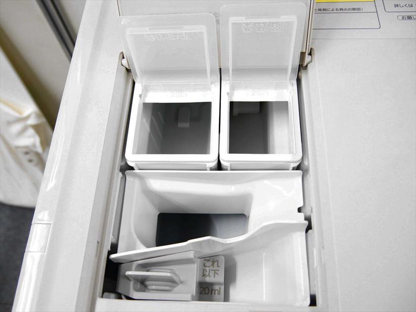 ↑液体洗剤や柔軟剤を入れるタンクは取り外して洗えます