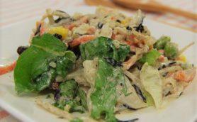 スーパーフード・キヌア使用! ファミマの新作「食物繊維が摂れる10品目のサラダ」は味も食べ応えもバッチリ!