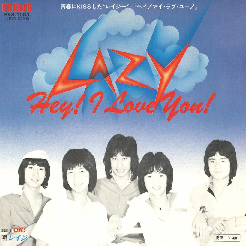 ↑77年7月25日に発売されたレイジーのデビュー・シングル「Hey! I Love You!」(作詞:森雪之丞/作曲:馬飼野康二)は、ベイ・シティ・ローラーズを意識したポップなロックンロールナンバー