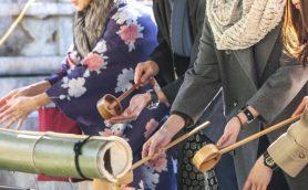 お願い事の前に名前と住所を伝えるのが礼儀!? 初詣に役立つ神社での正しい参拝方法