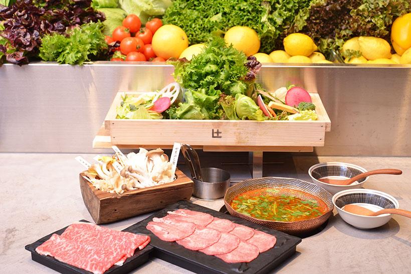 ↑厳選肉と新鮮野菜を好きな味で好きなだけ!