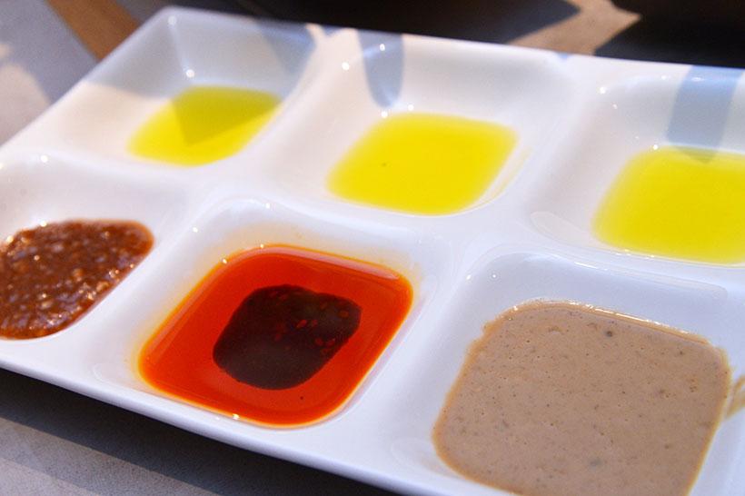 ↑小皿にいろいろな味変アイテムをスタンバイ!