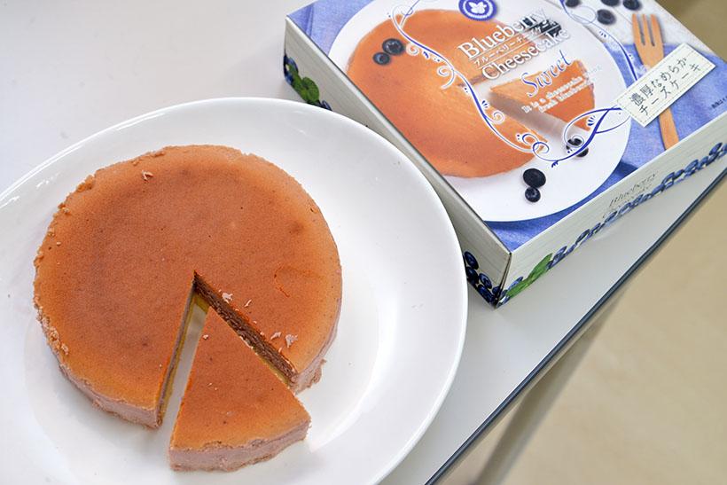 ↑木更津ブルーベリーの濃厚チーズケーキ 1500円(税抜)。木更津のブルーベリーを使用して低温熟成焼きでじっくりと仕上げた濃厚でなめらかな味わいです