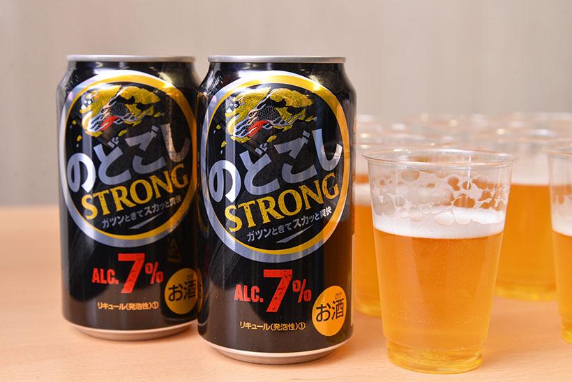 ↑黒い缶ですが、黒ビールではなく中身は琥珀色です