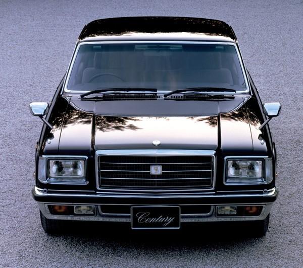 1982年に内外装の大きな変更を実施。ヘッドライト、グリル、バンパーの形状をリファインしている。同時に搭載ユニットも変更