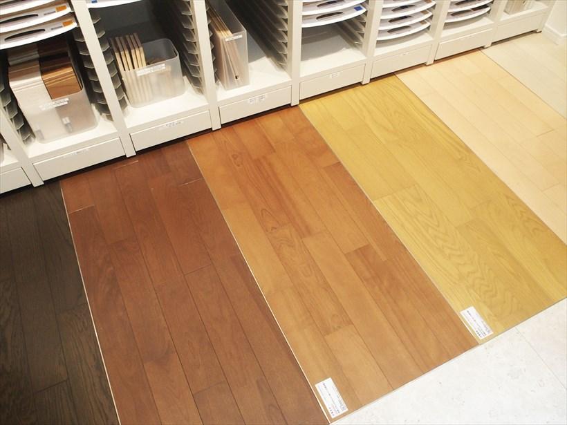 ↑床材も豊富に用意。色や太さなど実物で比較することができます