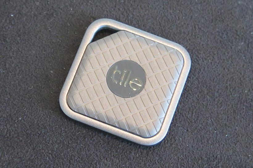 ↑スポーティなデザインの「TILE SPORT」はIP68の防水仕様(3980円)
