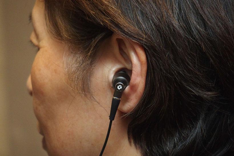 ↑耳元でキラリと光るダイヤモンド加工と鏡面仕上げが施されている