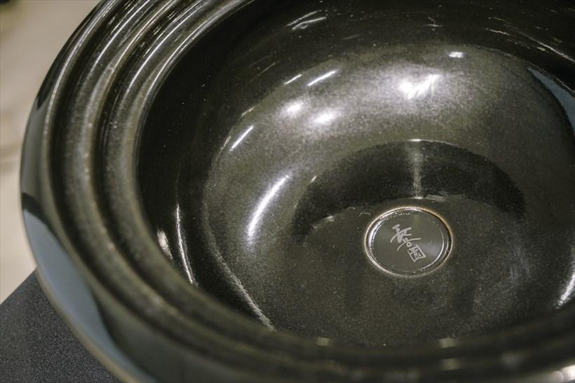 ↑鍋底には「長谷園」のロゴが