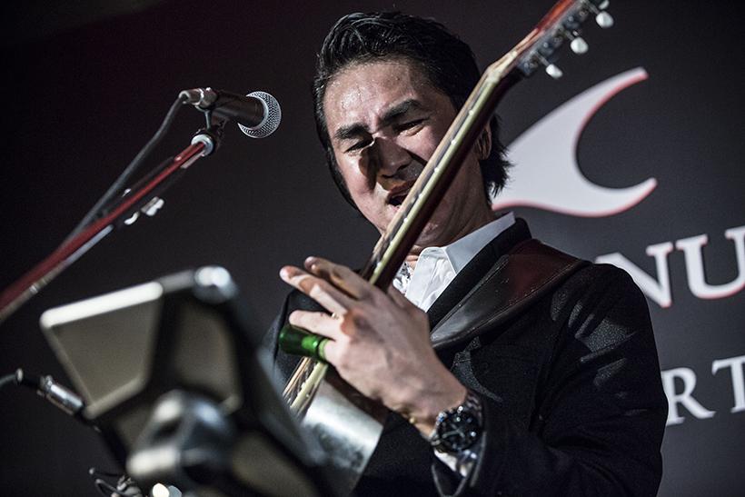↑パーティの最後を飾るのは、ORIGINAL LOVE・田島貴男氏。アコースティックギター一本で代表曲の『接吻』や『プライマル』など全5曲を熱演すると、会場の盛り上がりも最高潮に!