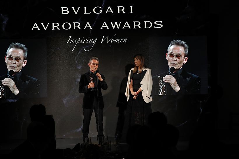 ブルガリ アウローラ アワード授賞式で、受賞者に推薦した操上和美さんのスピーチを聞く蜷川実花さん。このほかにも授賞式には、多くの著名人や各界のセレブリティが参加した。