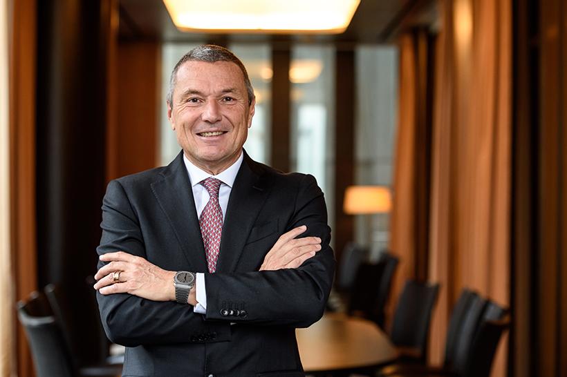 ブルガリ・グループCEO ジャン-クリストフ・ババン氏 1959年生まれ。ラグジュアリー企業から通信企業まで、様々な一流企業で要職を歴任したのち、2000年末よりタグ・ホイヤーのCEOに就任。同社のイノベーションに情熱を注ぎ、同社の売上および収益を拡大させたほか、ブランド基盤を強化。長期的地位の確立に貢献した。2013年より現職