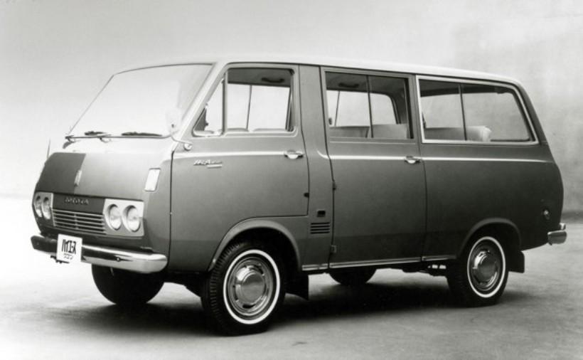 初代ハイエース ワゴン。1967年「日本初の新分野のキャブオーバーバン」をコンセプトに誕生した