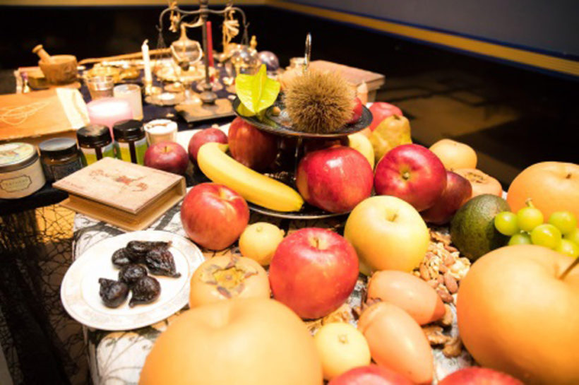 祭壇に捧げられた果物。
