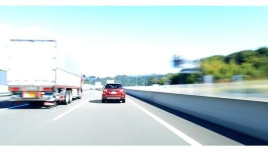 """日本のドライバーは""""運転力""""が低い!?110km/h制限の高速で事故を減らすには…"""