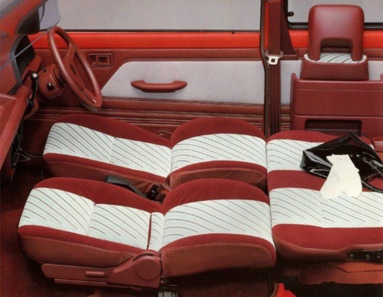 クラス初の4面フルフラットシートやダブルハッチバックドアを装備。広くて快適な室内空間が話題に