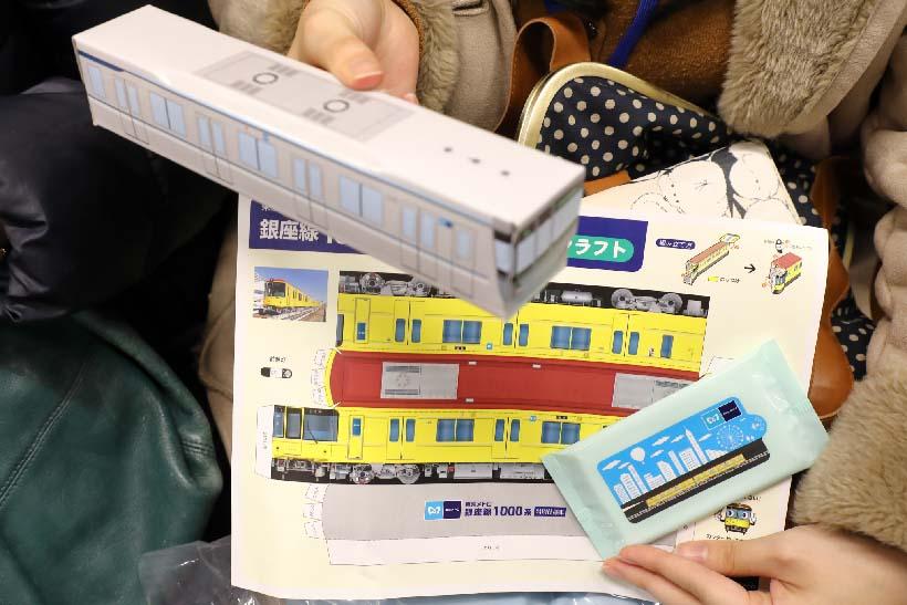 ↑クイズ大会の正解者には東京メトロのオリジナルグッズがプレゼントされた