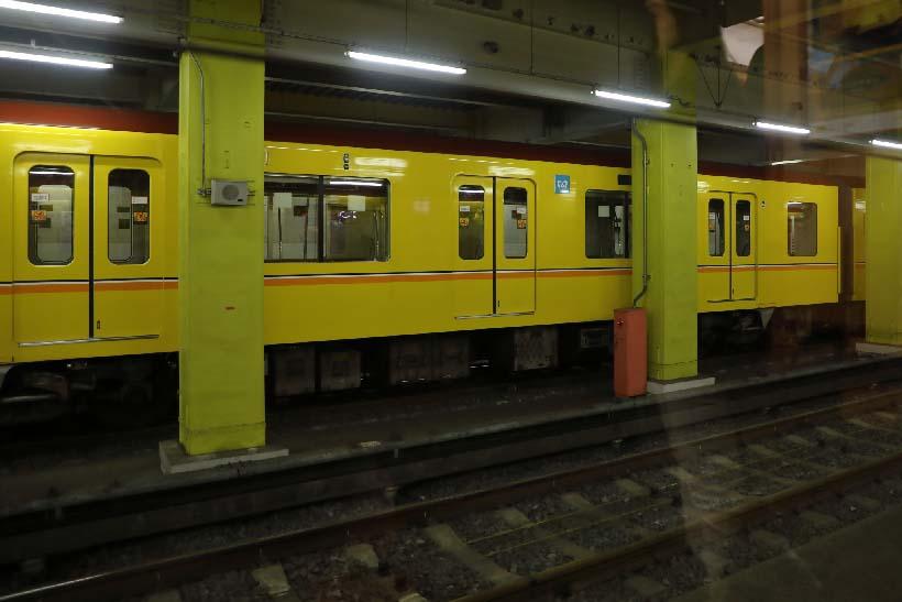 ↑渋谷駅の道玄坂側に設けられた屋内にある引込線。ここで乗務員が交代し、浅草駅方面へ電車が折り返す