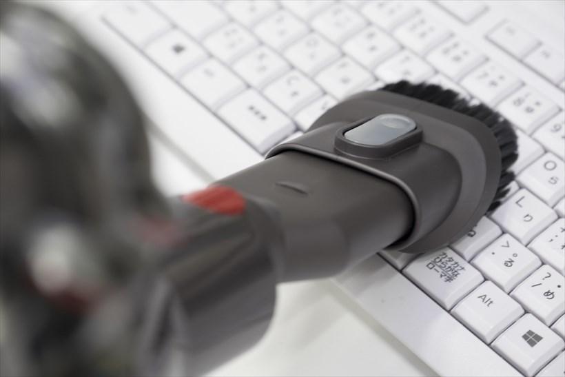 ↑コンビネーションノズルは、キーボードや電話の掃除にも使えます