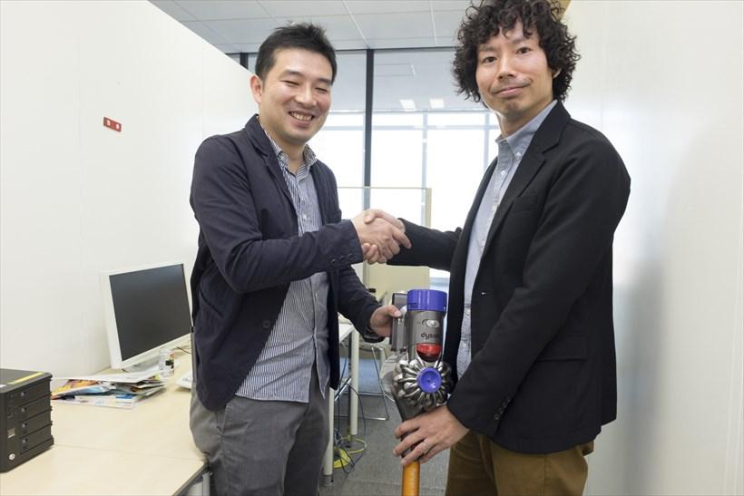 ↑「おめでとう。今日から君がお掃除部長だ」と野村。野村編集長、それは違います。V8を手にした瞬間、誰もが「お掃除部長」になれるのだから……