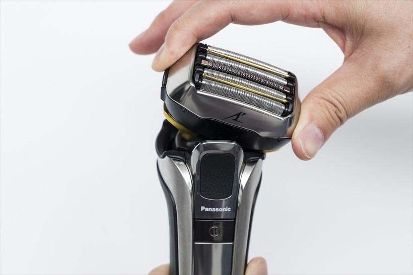 ↑ヘッドは、前後・左右・上下の動きに加え、ひねりやスライドの動きも可能な「5Dアクティブサスペンション」を採用。ヘッドを指で動かしても本当にグネグネと可動します。このフレキシブルな動きで肌にピタッと密着