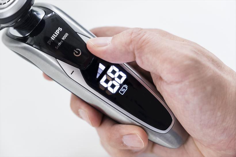 ↑本体が動くとセンサーが反応、バッテリー残量が表示されます。ただし、一定時間が経つとセンサーがスリープするようで、運転スタートするまで、残量表示は行われません