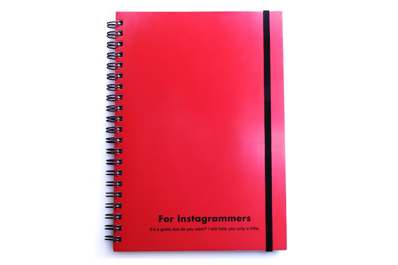 ↑M-PLAN「レフ板のついたリングノート」A5サイズ 540円