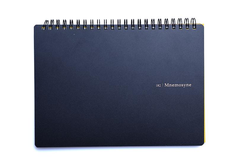 ↑マルマン「Mnemosyne(ニーモシネ)」A5リングノート(方眼/無地/7㎜罫)594円