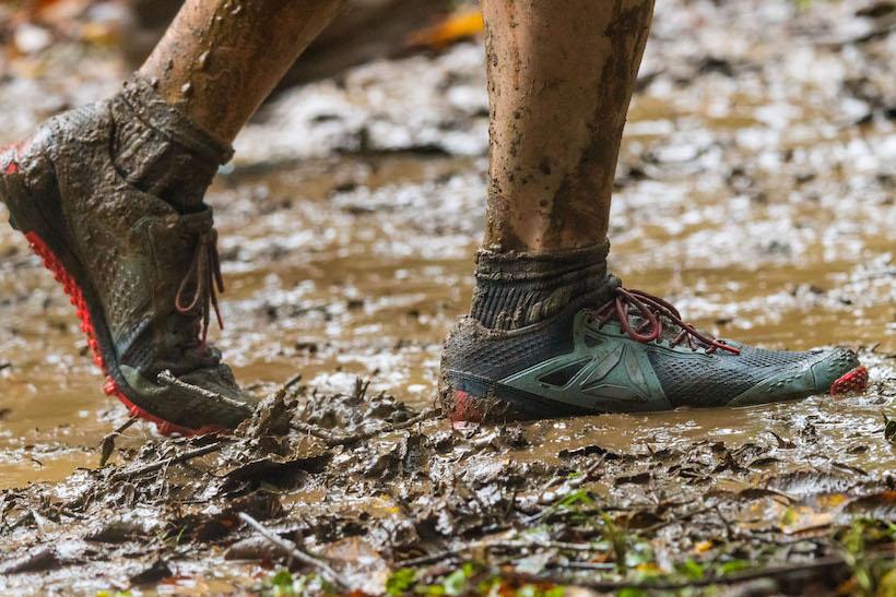 ↑今回のように雨でぬかるんだトレイルを走るコースでは、シューズ選びが重要