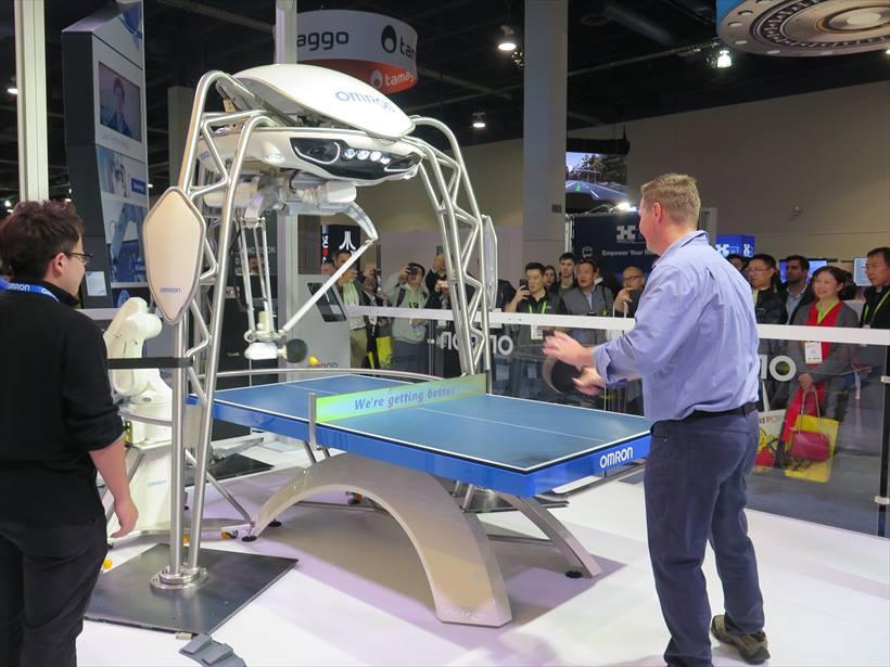 ↑来場者の注目を集めたAI搭載卓球ロボット「フォルフェウス」