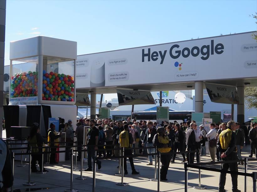 ↑会場のあちこちに「Hey Google」と掲げ、Google Homeなどが当たるアトラクションには行列がでてきいた