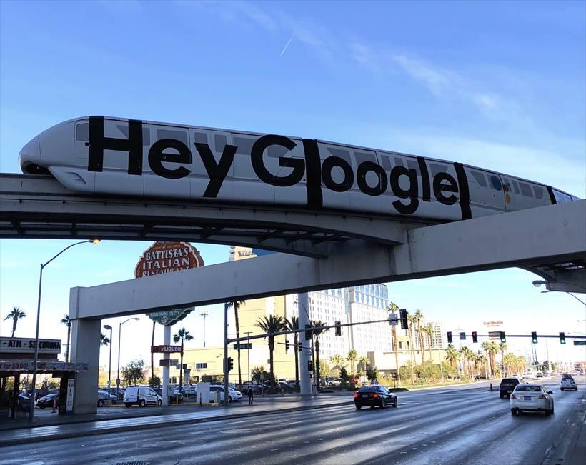 ↑CESの会場に向かうモノレールもGoogle仕様に