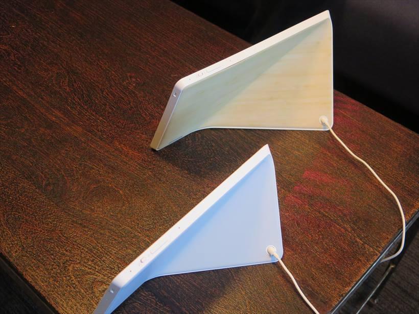 ↑8型モデルの背面は木目調、10型モデルの背面はホワイトグレイで、どちらもインテリアに合わせやすい印象。ネットにはWi-Fiで接続し、モバイル回線には対応していない